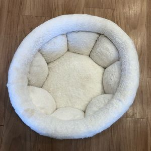 Calming dog bed by Shari